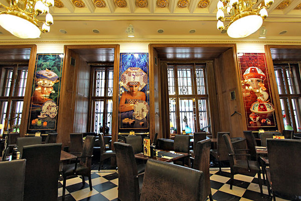 Porcelain pictures by Eszter Dome grace the walls of Szamos Gourmet Palace