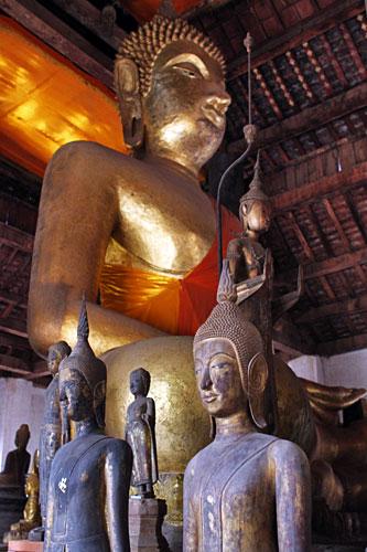 Giant Buddha dominates Wat Visounnarath