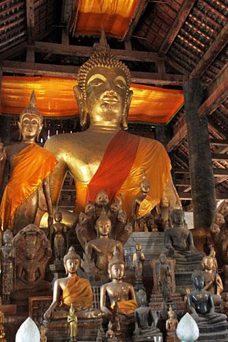Buddha sculptures at Wat Visounnarath