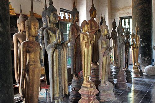 Buddhas inside Wat Visounnarath