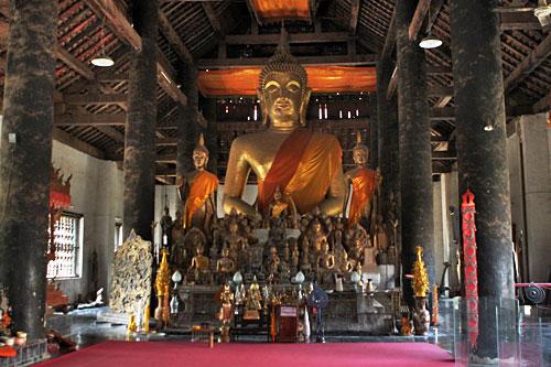 Interior of Wat Visounnarath