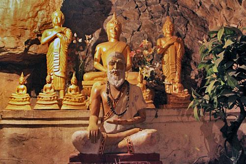 Cave at Wat Thammo Thayaram