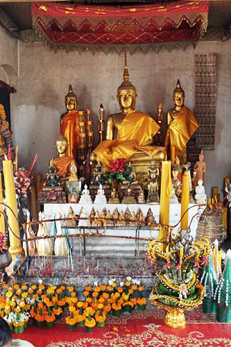 Inside Wat Chomsi Stupa
