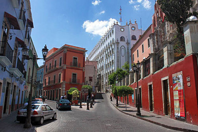 University of Guanajuato, center, towers over other buildings