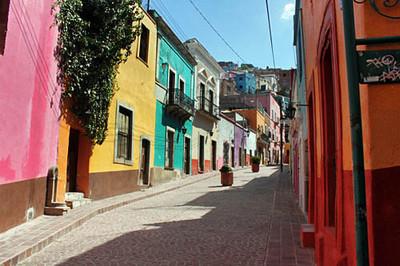 Typical Guanajuato street scene