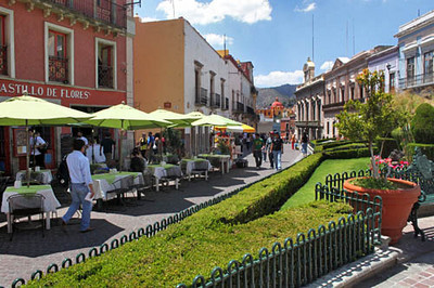 Street scene, Plaza de la Paz