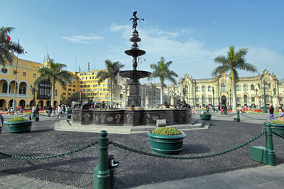 Fountain and government buildings in Plaza de Armas, Lima
