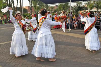 Dances of the coast performed at Parque de la Muralla in the historic center of Lima