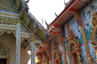 Lovely temple in Chiang Khong