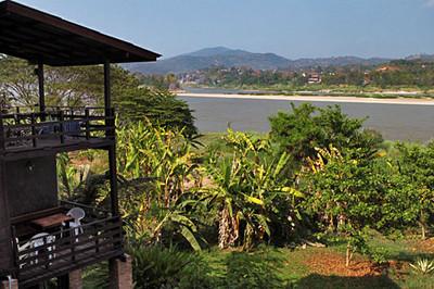 Mekong River is border between Thailand & Laos