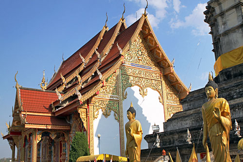Buddha statues at lovely wat in Chiang Khong