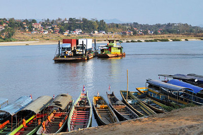 Car ferry between Thailand and Laos