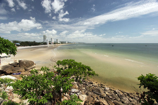 View of the southern beach from Khao Takiab hill