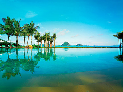 Phulay Bay Resort vanishing edge pool