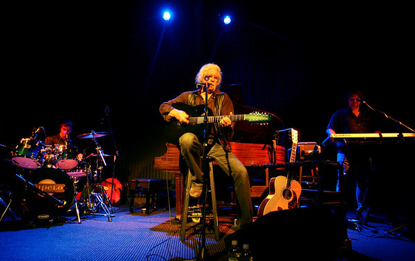 Londonderry: Arlo Guthrie, folk singer from the 60's performed Monday evening at the Tupelo Music Hall in Londonderry to a packed house. Guthrie, whom performed with two of his sons played a combination of his older hits and some new music he had wrote. <br /> Photo by Jarrod Thompson/Eagle-Tribune Tuesday, August 26, 2008