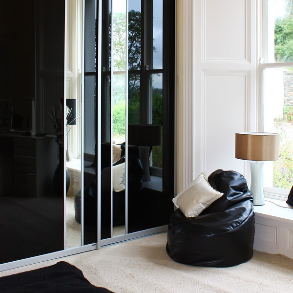 Black glass combined with mirrored sections