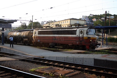 230 106 at Bratislava Hlavna Stanica on 6th August 2008 (3)