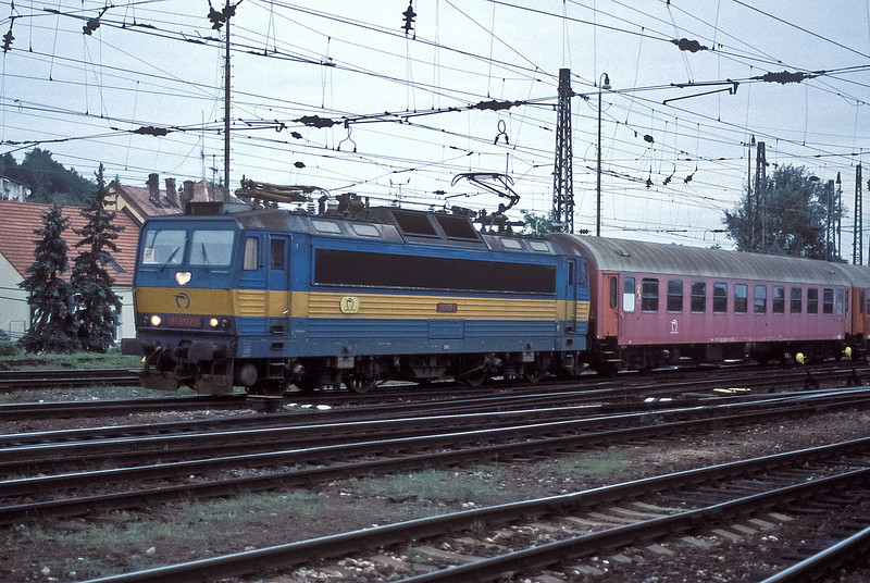 Late evening of 21 September 2005 at Bratislava has 363-137 running into the station