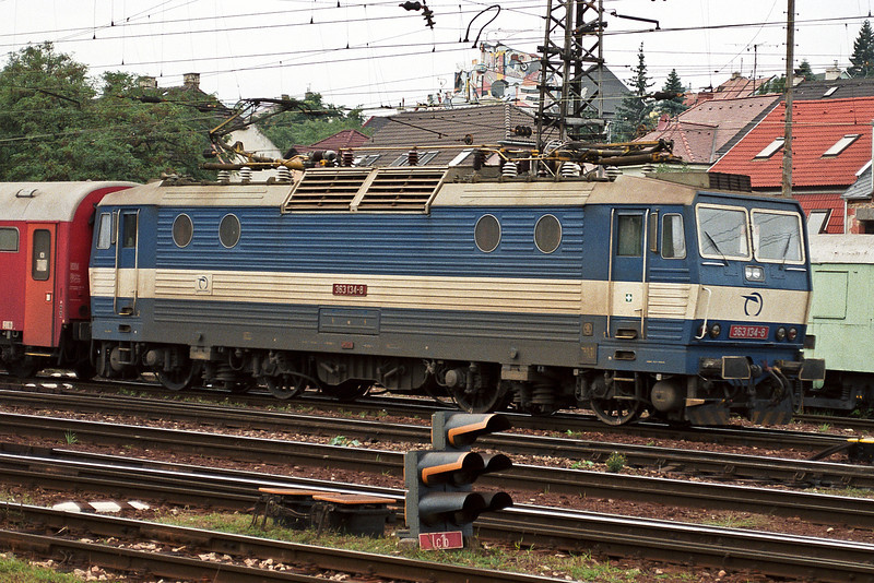 Dual voltage 363-134 leans into the curve as it leaves Bratislava Hlavni Stanica on September 2005