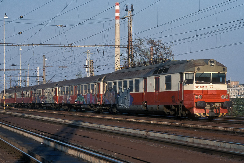 ZS 560-031 has had a heavy attack by 'taggers' as it is seen leaving Breclav on 7 November 2006