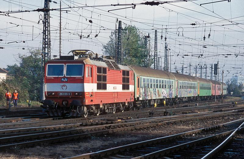 ZSSK 263-011 pulls into Bratislava HS on 8 November 2006
