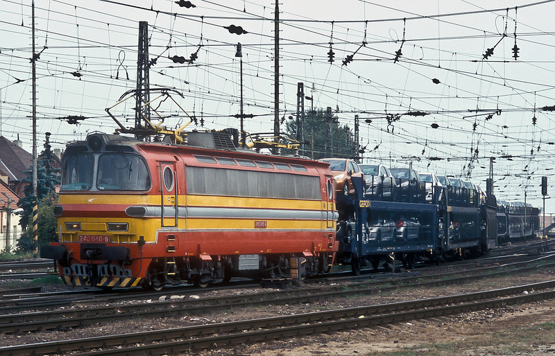 With many of the European car manufacturers using plants in Eastern Europe trainloads of new cars are becoming common - ZS 240.040 heads west through Bratislava HS on 10 October 2007