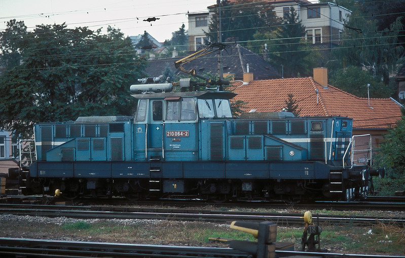 Not a common sight at the main station, ZS 210.064 runs through Bratislava HS on 10 October 2007