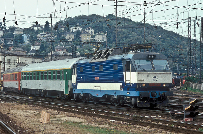 'Gorilla' 350.006 departs from Bratislava Hlavna Stanica with EC279 from Praha to Budapest on 10 October 2007