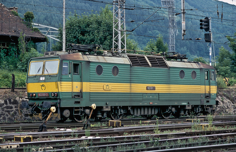 One of Zilina's stalwarts, 162.001, pauses as it runs round having brought in a train from the Czech border on 26 June 2008