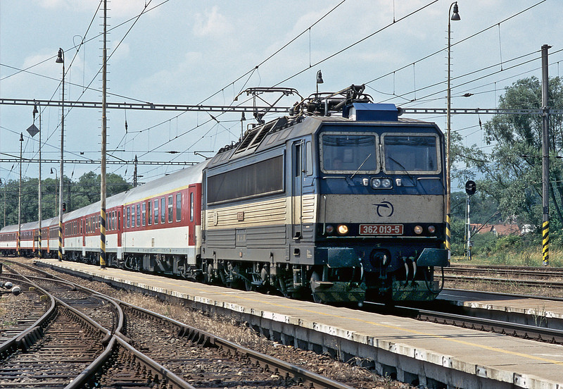 362.013 arrives at Liptovsky Mikulas with IC405 from Wien to Kosice on 27 June 2008