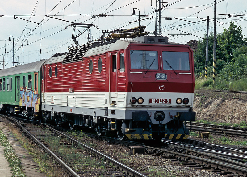 ZSSK 163.122 arrives at Zilina with train Os3773 from Puchov on 26 June 2008