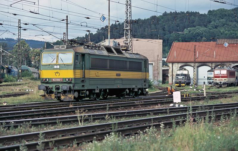 ZS 162.006 runs off the electric depot at Zilina on 28 June 2008