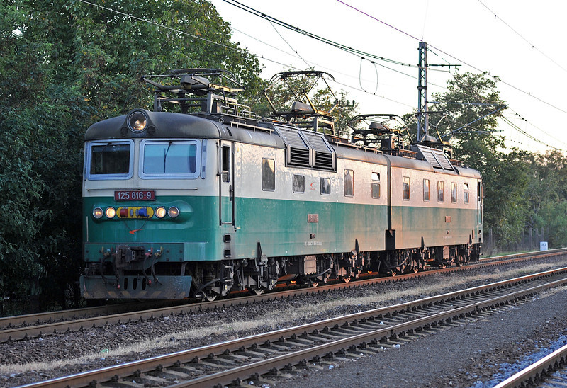 Broad gauge double Skoda 125-816/815 returns through Trebisov on 26 September 2011 on its way to another banking duty