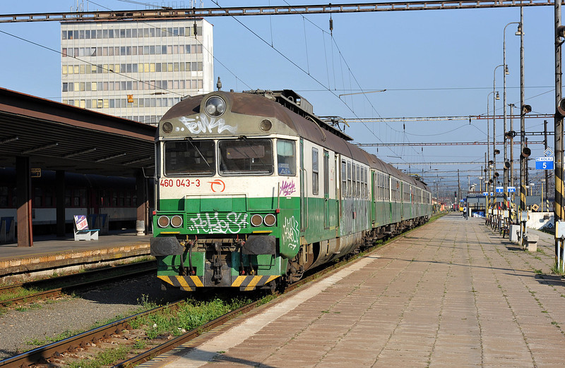ZS 460-043 sits in the platform at Kosice on 27 September 2011