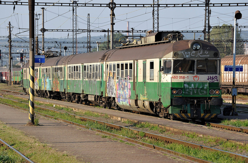 'Traditionally' decorated ZS 460-058 arrives at Kosice on 27 September 2011
