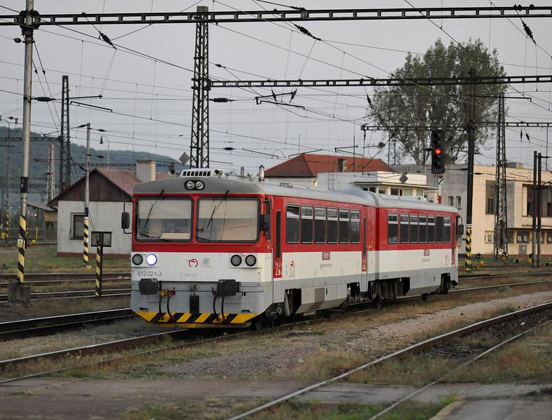 Refurbished railcar 813-021 arrives at Kosice on 27 September 2011
