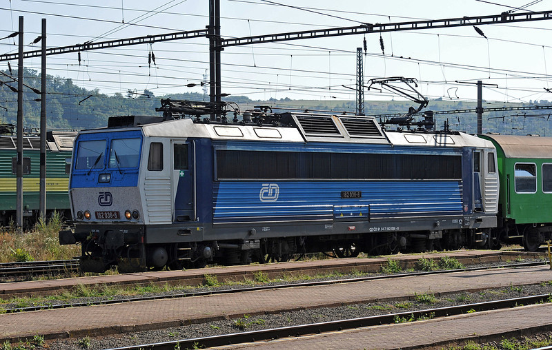 CD 162-038 runs into Kosice on 27 September 2011 with a local service