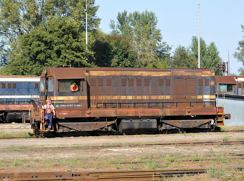 ZS 721-046 wears the common rusty coloured paint job as it shunts the depot yard at Cierna nad Tisou on 26 September 2011