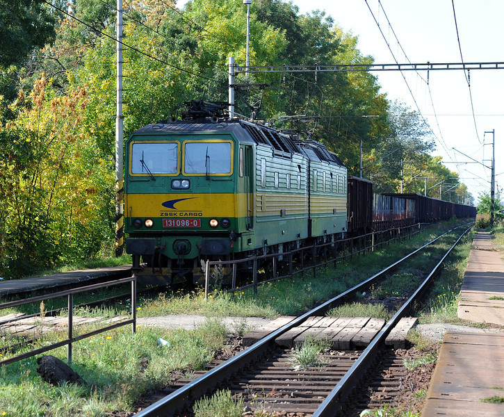 SZ 131-096/095 approaches the yard complex at Cierna nad Tisou on 26 September 2011