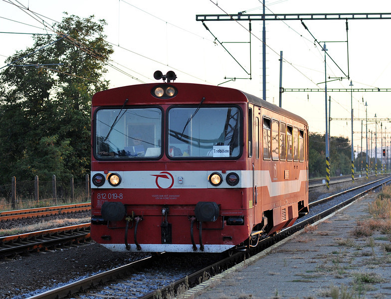 ZS 812-019 was also working shuttle wervices between Trebisov and Michalany - it is seen returning to Trabisov on 26 September 2011