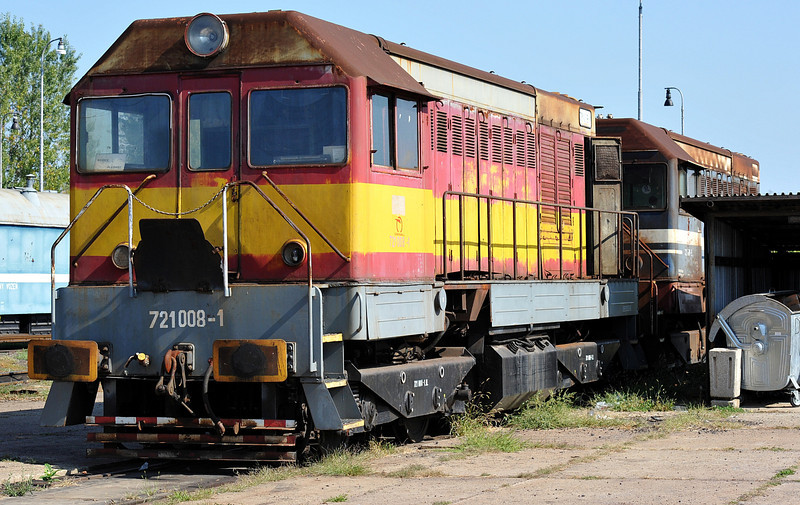 Dumped ZS 721-008 sits in front of 721-001 at Cierna nad Tisou depot on 26 September 2011
