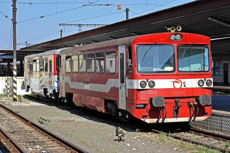 ZS 812-039 and its trailer wait for departure at Kosice on 27 September 2011