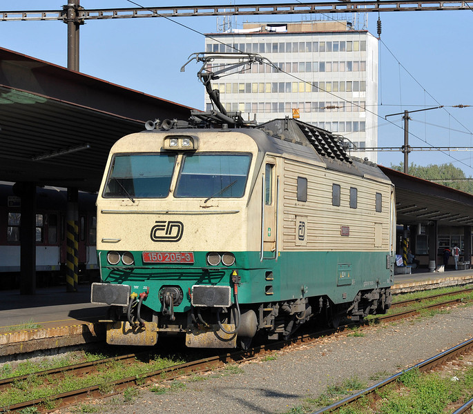 CD 150-205 has arrived from Praha and runs light engine through the station at Kosice on 27 September 2011