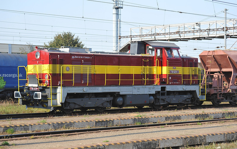 ZSR 730-623 settles down for the night with a maintenance train at Haniska pri Kosiciach on 27 September 2011