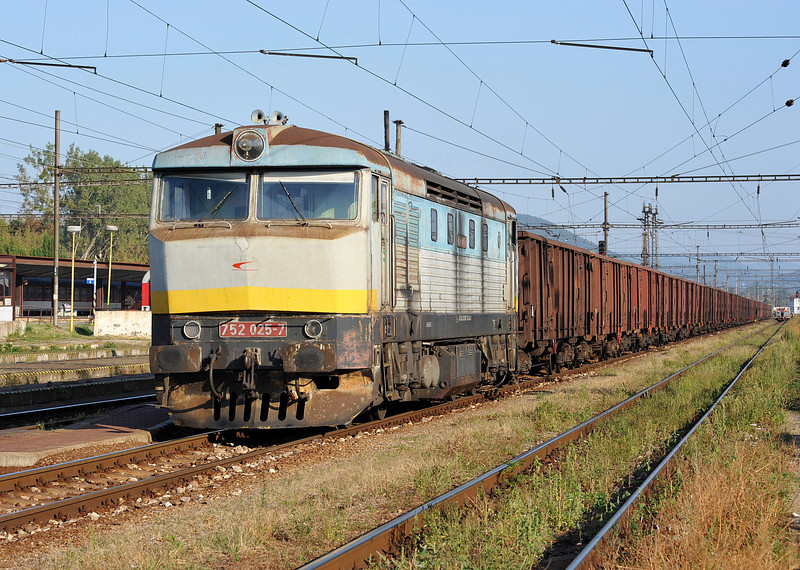 ZS Cargo 752-025 was working on yard duties at Kosice on 27 September 2011