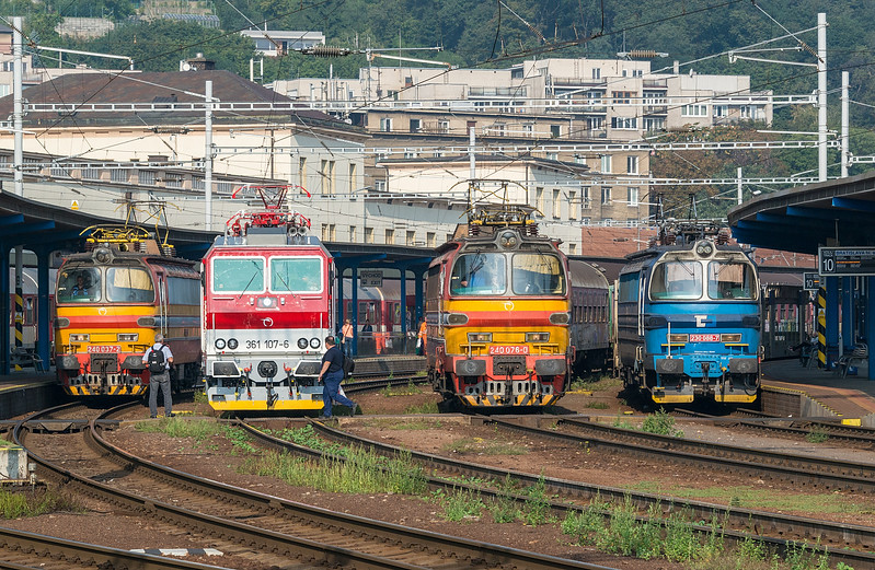 ZS  240-037 + 361-107 + 240-076 + CD Cargo 230-088<br /> Bratislava Hlavni Stanica 4 September 2014