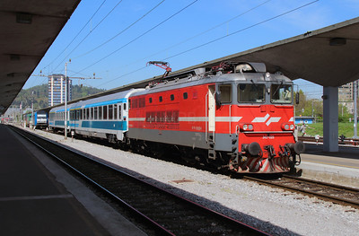 342 025 (91 79 1342 025-8) at Ljubljana on 22nd April 2015