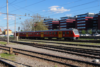 715 120 (95 79 7715 120-9) at Ljubljana on 21st April 2015 (1)