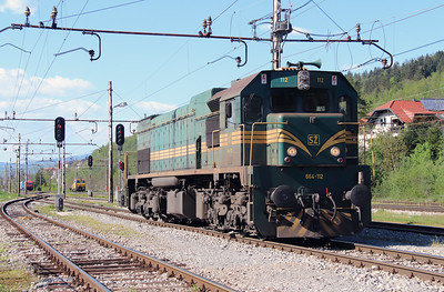 664 112 (92 79 2664 112-1) at Borovnica on 21st April 2015 (4)