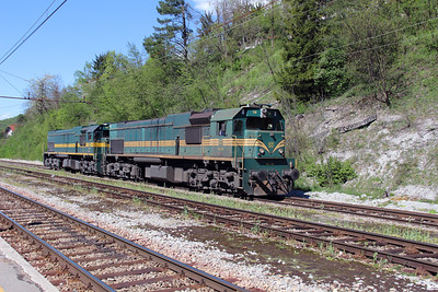 664 119 & 664 103 at Borovnica on 21st April 2015 (2)